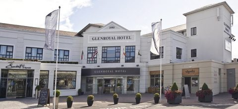 Picture of the front of th eGlenroyal Hotel
